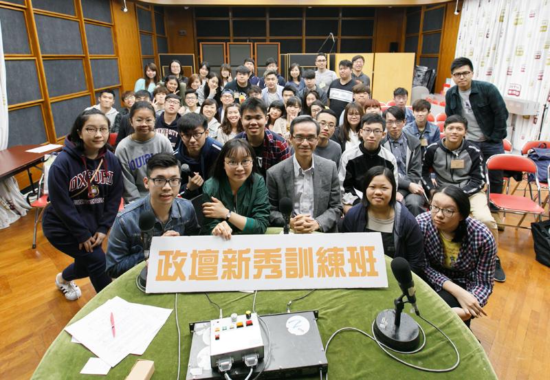 參與香港電台第二台直播節目「政壇新秀訓練班」。