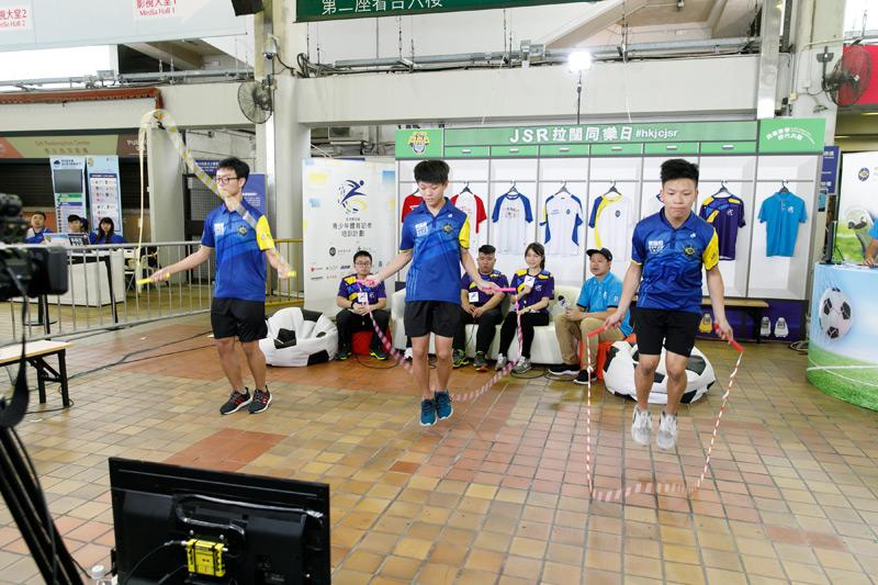 賽馬會青少年足球領袖計劃花式跳繩團隊,只花了六小時就練成高難度動作。