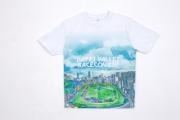 圖 4、5:<br> 日本著名藝術家山口潔子獲邀為馬季開鑼日設計以跑馬地馬場為插畫圖案的精品T恤及手提袋,於開鑼日在沙田馬場限量發售。