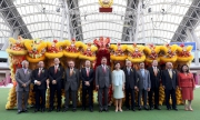 香港特區政務司司長林鄭月娥、馬會主席葉錫安博士、行政總裁應家柏及一眾董事合照。