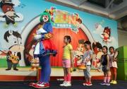 世界小丑女王「吵吵」邀請場內小朋友一起互動演出 ,將歡笑聲傳遍會場。