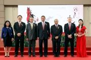 國慶賽馬日開幕禮於中午在沙田馬場馬匹亮相圈舉行,香港賽馬會主席葉錫安博士(中)、行政總裁應家柏(右二)及董事一同出席開幕禮。