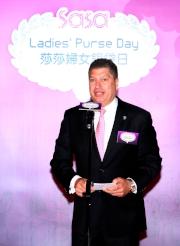 香港賽馬會賽馬事務執行總監利達賢於第十屆莎莎婦女銀袋日記者招待會上致辭。