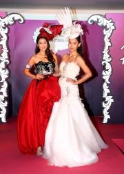 徐子珊、岑麗香介紹身上的帽飾,以及今年莎莎婦女銀袋日時裝匯演的國際級陣容。