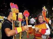 圖5、6、7、8、9、10、11<br> 場內特備多個有獎遊戲及多款啤酒美食,啤酒節大使穿梭全場與眾同樂,入場人士參加自拍遊戲。