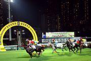 今晚 (10月10日) 在跑馬地馬場舉行八組馬匹試閘。
