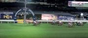 圖一、二、三、四:<br> 浪琴表國際騎師錦標賽首關在第四場上演,紐西蘭代表麥道朗策騎「萬眾期待」(4號)先拔頭籌。