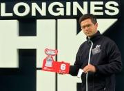 浪琴表香港盃 – 來自英國的練馬師韋利安為旗下賽駒「快利佳」抽得第6檔。
