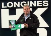 浪琴表香港瓶 – 法國賽駒「富林特郡」的馬主代表為該駒抽得第4檔。