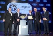 右起:LONGINES副總裁暨國際市場總監Juan-Carlos Capelli、LONGINES總裁霍凱諾、莫雅、國際賽馬組織聯盟(亞洲)副主席兼香港賽馬會行政總裁應家柏與國際賽馬組織聯盟(歐洲)副主席Brian Kavanagh於浪琴表全球最佳騎師頒獎禮後合照。