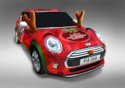 精彩節目包括:與聖誕特別版MINI Cooper合照。