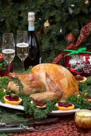 """跑馬地馬場adrenaline及月貝凡 (The Gallery) 將於該兩晚推出聖誕主題自助晚餐,並為觀眾準備以 """"The Shining Night""""為主題的聖誕派對。"""