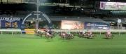 圖九、十、十一、十二:<br> 第七場賽事,日本代表福永祐一策騎「珍珠旺」(9號)掄元,攻下浪琴表國際騎師錦標賽第三關。