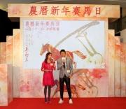 圖9,10<br> 著名歌星許志安在記者會上分享羊年大計,並期待於「農曆新年賽馬日」開幕匯演獻唱賀新歲。