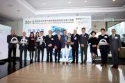 眾嘉賓於2015寶馬香港打吡大賽獲選參賽馬匹名單公佈會後合照。