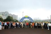 「夢仙」勝出澳港盃後,練馬師葉楚航、馬主陳華新與親友在凱旋門祝捷。