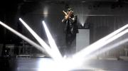 派對上演一場嶄新時尚的幻彩激光舞蹈表演,配合四周360度閃爍幻變的燈光和投射,令賓客盡情投入於派對當中。