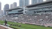 愛彼女皇盃賽馬日乃一年一度春季賽馬盛事,吸引一眾馬迷入場參與。