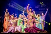 熱情Bollywood Dance – 融合古典印度舞與現代街頭舞表演,舞者身穿華麗衣飾配上珠寶,隨?強勁節拍搖曳生姿,舉手投足都教人看得入迷