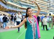 於星光攝影亭留影並將照片上載到指定社交網絡平台再標籤HWParty#Bollywoodparty即可參加遊戲。每晚派對獲選為拍出星級靚相的一位參加者,可贏取Samsung S6智能手機一部。