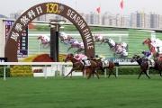 圖九, 十<br> 莫雷拉策騎由蔡約翰訓練的「首飾太陽」(4號) 勝出本年度馬季最後一場賽事香港馬主協會錦標。