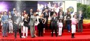 冠軍練馬師約翰摩亞及冠軍騎師莫雷拉開香檳慶祝,並接受親友及馬迷的祝賀。