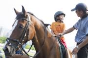 小朋友有機會近距離接觸及策騎小馬,學習如何與動物相處及訓練耐性,活動亦灌輸愛護動物觀念。