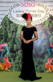 「莎莎婦女銀袋日」形象大使張鈞甯以一身高貴優雅的造型與馬迷見面。