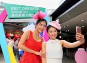 入場人士均會悉心打扮留下倩影以贏取最佳服飾大獎。