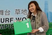 浪琴表香港瓶 – 練馬師告東尼的太太為香港代表「喜蓮巨星」抽得第1檔。