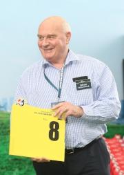 浪琴表香港短途錦標 –來自愛爾蘭的參賽馬「獨掌全權」的馬主代表為該駒抽得第8檔。