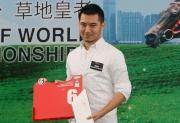 浪琴表香港盃 –此賽衛冕冠軍「威爾頓」的馬主代表鄭家星為該駒抽得第6檔。