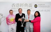 香港經典盃冠軍「首飾太陽」的馬主及騎練於賽後接受訪問並一同分享勝利喜悅。