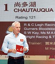 澳洲參賽馬匹「尚多湖」的合夥馬主 Rupert Legh為該駒抽得第6檔。