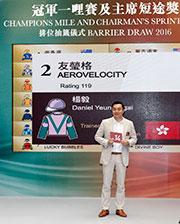 「友瑩格」的馬主楊毅為該駒抽得第14檔。