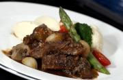 布根地紅酒燴牛肉配薯茸