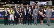 維多利亞賽馬會錦標頒獎儀式後大合照。