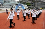 At the beginning of the raceday, the Hong Kong Police Silver Band played the Departmental March of the Hong Kong Fire Service - ��Hot-blooded heroes�� - to honour and pay respect to Senior Station Officer Mr Thomas Cheung and Senior Fireman Mr Samuel Hui, who lost their lives in the Ngau Tau Kok fire, as well as to pay tribute to the dedication of all Hong Kong firemen.