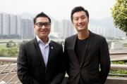 騰訊國際業務部業務拓展總監陳志恒今日出席簡報會,與馬會市場及客戶事務執行總監張之杰合照。