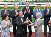 Mrs Sheila Ip (front row, first from right), wife of Dr Simon S O Ip, Chairman of the Hong Kong Jockey Club, presents the Kwangtung Handicap Cup to the winning Owner Peter Law Kin Sang (front row, middle).