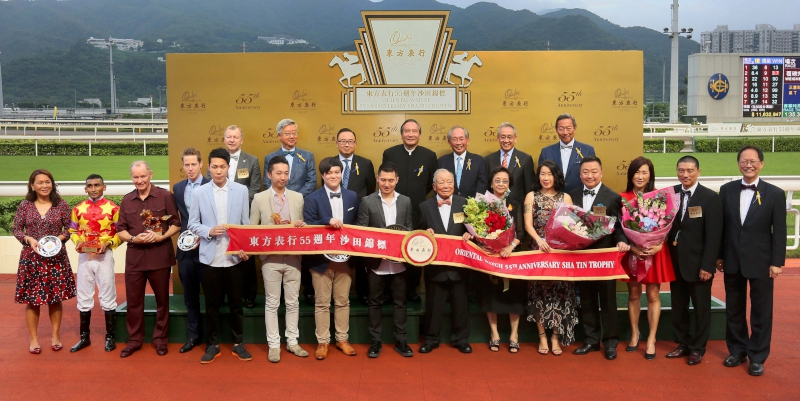 Group photo after the presentation ceremony of the Oriental Watch Sha Tin Trophy.