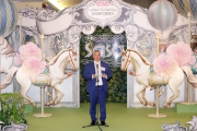 香港賽馬會賽馬業務及營運執行總監祁立賢於第十二屆莎莎婦女銀袋日記者招待會上致辭。