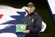 浪琴表香港瓶 –愛爾蘭賽駒「高地之舞」的代表為該駒抽得第10檔。