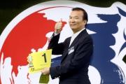 浪琴表香港短途錦標 - 「幸福指數」的馬主黃凱汶為其愛駒抽得第1檔。
