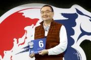 浪琴表香港一哩錦標 –馬主羅德榮為旗下參賽馬「詠彩繽紛」抽得第6檔。
