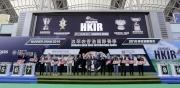 浪琴表香港盃排位抽籤完成後,主禮嘉賓與各駒的馬主、練馬師及代表合照