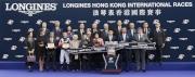 浪琴表香港一哩錦標頒獎儀式大合照。