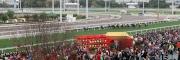 農曆新年賽馬日吸引數以萬計市民入場觀看賽馬歡度新歲。