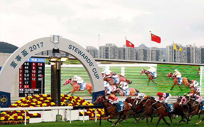 三冠大賽首關賽事董事盃今日於沙田馬場舉行,由約翰摩亞訓練貝湯美執韁的的「喜蓮獎星」(7號馬)勝出此項途程1600米的國際一級賽。