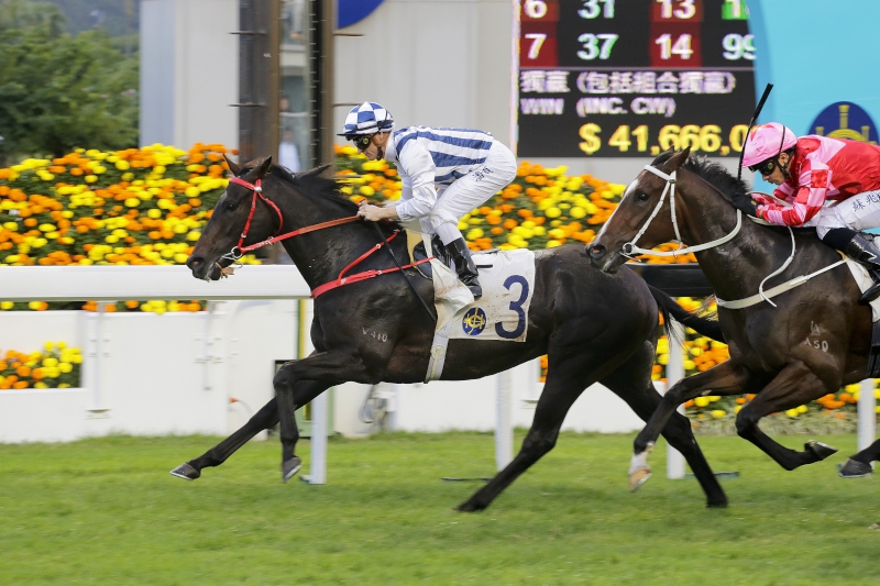 Seasons Bloom coasts to victory in a 1400m Class 3 race at Sha Tin on New Year's Day.